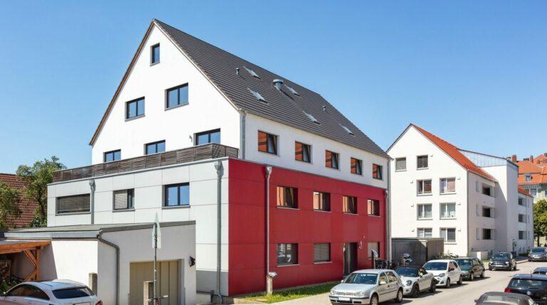 Außenfassade und Eingangsbereich, Mehrfamilienhaus VIO2, Regensburg