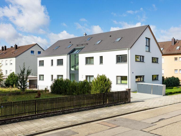 Außenfassade mit verglastem Eingangsbereich, Mehrfamilienhaus An den Weichser Breiten , Regensburg