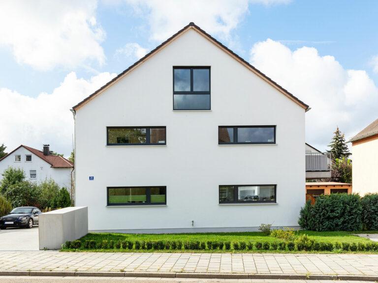 Außenfassade mit Einfahrt, Mehrfamilienhaus An den Weichser Breiten, Regensburg